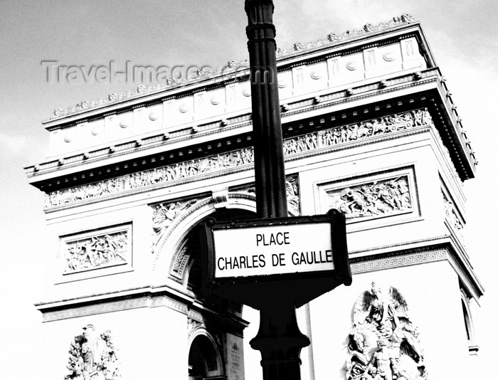 france139: France - Paris: Arc de Triomphe - Place Charles de Gaulle sign, former Place de l'Étoile - B&W - photo by K.White - (c) Travel-Images.com - Stock Photography agency - Image Bank