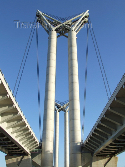 france1403: Rouen, Seine-Maritime, Haute-Normandie, France: Flaubert Bridge – the cables lift the middle section - connection between the Normandy motorway (A13), via the RN338, A150 and the motorway which connects with the A29 and A28 - Upper Normandy - photo by A.Bartel - (c) Travel-Images.com - Stock Photography agency - Image Bank