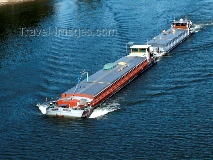 france1418: Saint-Aubin-lès-Elbeuf , Seine-Maritime, Haute-Normandie, France: two barges on the River Seine – Reouin -Upper Normandy - photo by A.Bartel - (c) Travel-Images.com - Stock Photography agency - Image Bank