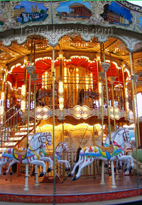 france144: France - Paris: carousel - photo by K.White - (c) Travel-Images.com - Stock Photography agency - Image Bank