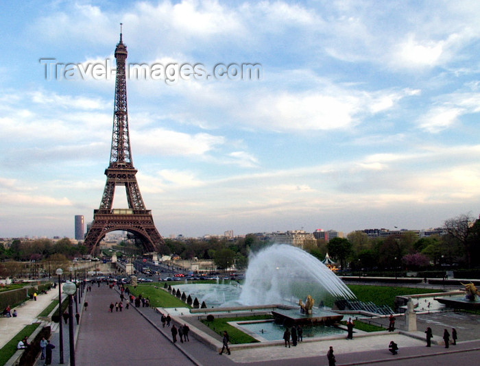 france147: France - Paris: Eiffel Tower and Jardin du Trocadero - photo by K.White - (c) Travel-Images.com - Stock Photography agency - Image Bank