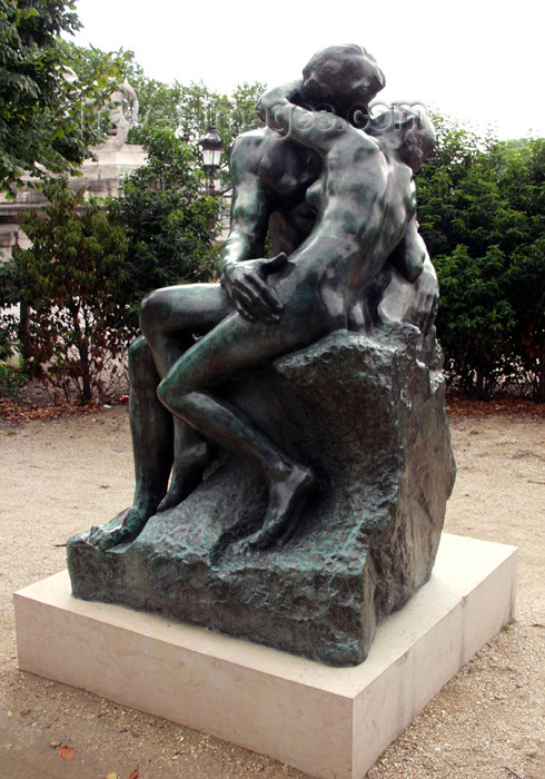 france153: France - Paris: sculpture 'The kiss' by Rodin - Jardin des Tuileries - photo by K.White - (c) Travel-Images.com - Stock Photography agency - Image Bank
