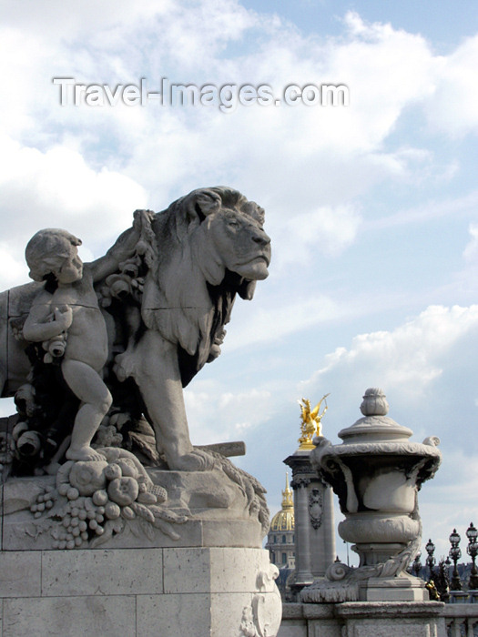 france159: France - Paris: lion, by Georges Gardet - Pont Alexandre III - photo by K.White - (c) Travel-Images.com - Stock Photography agency - Image Bank