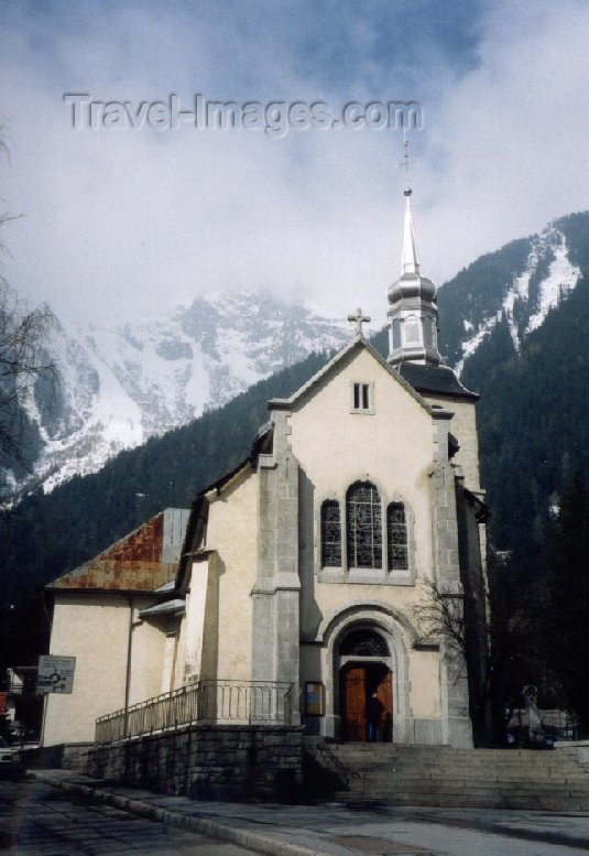 france17: France / Frankreich -  Chamonix-Mont-Blanc (Haute-Savoi): church and Brévent mountain - Eglise de Chamonix et le Brévent - photo by M.Torres - (c) Travel-Images.com - Stock Photography agency - Image Bank
