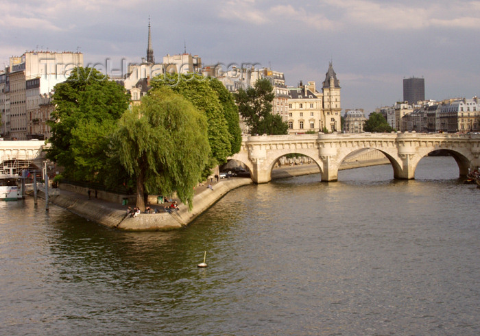 france170: France - Paris: Ile de la Cité - western end - Vert-Galant garden - seen from Pont des Arts - photo by K.White - (c) Travel-Images.com - Stock Photography agency - Image Bank