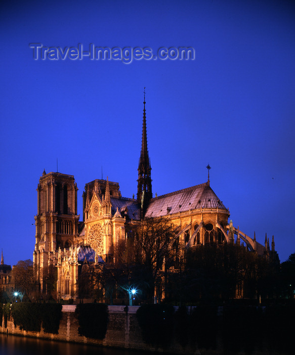 france196: Paris, France:  Notre Dame - Île de la Cité - southeast view - nocturnal - photo by A.Bartel - (c) Travel-Images.com - Stock Photography agency - Image Bank
