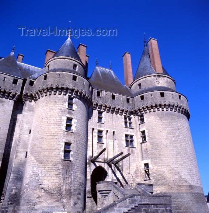 france2: Langeais, Indre-et-Loire, Centre, France: Château de Langeais - draw bridge - 10th century castle rebuilt in the 15th century - photo by A.Bartel - (c) Travel-Images.com - Stock Photography agency - Image Bank