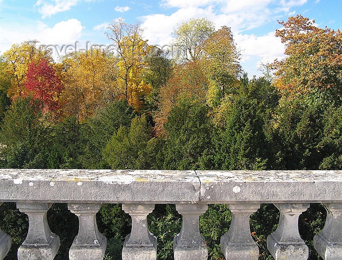 france254: France - Versailles (Yvelines): Autumn colours - balustrade and trees - photo by J.Kaman - (c) Travel-Images.com - Stock Photography agency - Image Bank