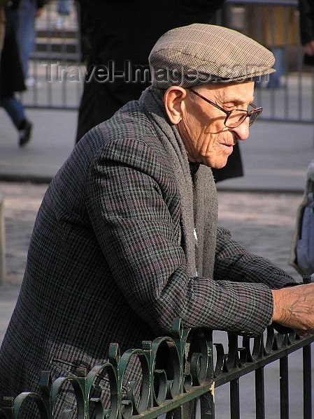france271: France - Paris: old man with hat - parisian - photo by J.Kaman - (c) Travel-Images.com - Stock Photography agency - Image Bank