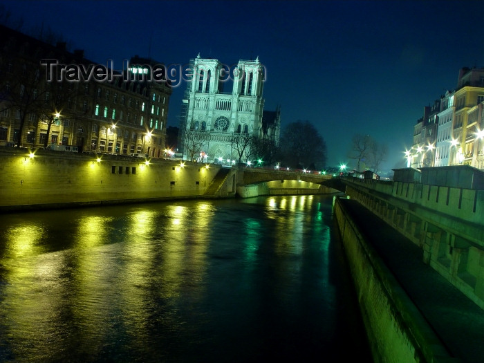 france317: France - Paris: Notre Dame - Île de la Cité - night on the Seine - photo by A.Caudron - (c) Travel-Images.com - Stock Photography agency - Image Bank