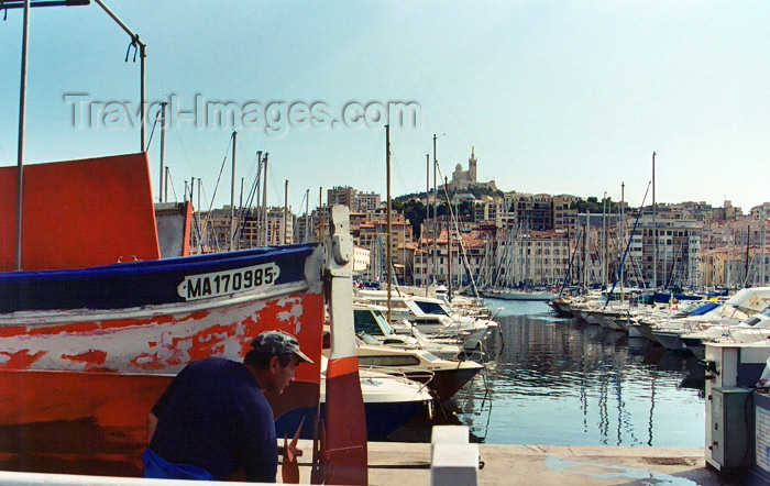 france321: France - Marseilles (Bouches-du-Rhone / PACA): sailor in the habour - church in the background (photo by G.Frysinger) - (c) Travel-Images.com - Stock Photography agency - Image Bank