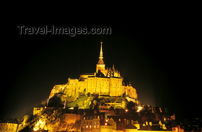 france406: France - Mont-St. Michel, Basse Normandie: nocturnal lights - Nacht - nuit - night - noche - noite - photographer: Y.Guichaoua - (c) Travel-Images.com - Stock Photography agency - Image Bank
