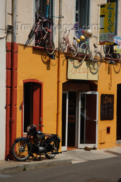 france461: France - Languedoc-Roussillon - Pyrénées-Orientales - Collioure - Cotlliure - shop front with bikes - photo by T.Marshall - (c) Travel-Images.com - Stock Photography agency - Image Bank