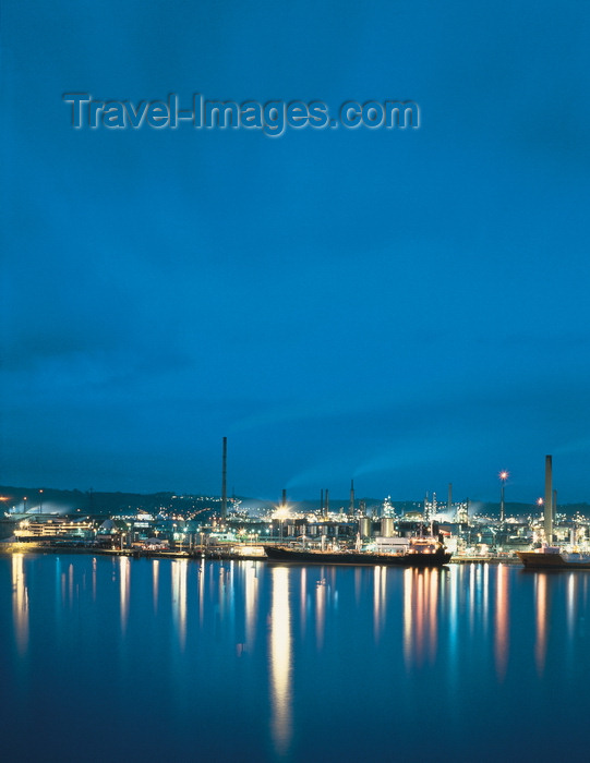 france493: Le Havre, Seine-Maritime, Haute-Normandie, France: Oil Refineries and tanker ships - nocturnal view with water reflections - industry - photo by A.Bartel - (c) Travel-Images.com - Stock Photography agency - Image Bank