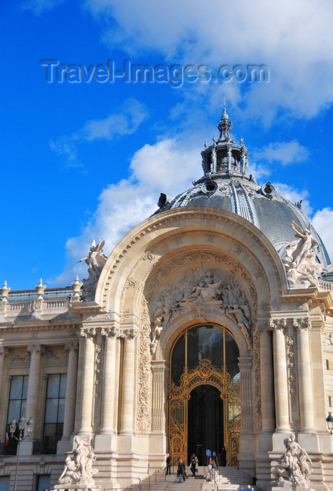 france500: France: Petit Palais - monumental portico with Antonin Injalbert's high relief 'la Ville de Paris protégeant les Arts' - architect Charles Girault, Beaux-arts style - Avenue Winston Churchill, Champs-Élysées - 8e arrondissement - photo by M.Torres - (c) Travel-Images.com - Stock Photography agency - Image Bank
