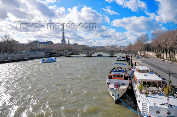 france510: Paris, France: Seine river - looking downstream towards Pont de Invalides and the Eiffel tower, Port des Champs Elysées on the right and Quai d'Orsay on the left - 7e and 8e arrondissement - photo by M.Torres - (c) Travel-Images.com - Stock Photography agency - Image Bank