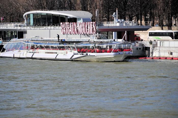 france512: Paris, France: Seine river - Bateaux Mouches station, Port de la Conférence, seen from Quai d'Orsay - 8e arrondissement - photo by M.Torres - (c) Travel-Images.com - Stock Photography agency - Image Bank
