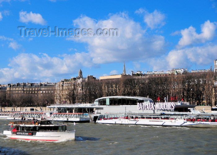 france514: Paris, France: Seine river - boat going upstream in front of the Bateaux Mouches station, Port de la Conférence and Cours Albert 1er seen from Quai d'Orsay - 8e arrondissement - photo by M.Torres - (c) Travel-Images.com - Stock Photography agency - Image Bank