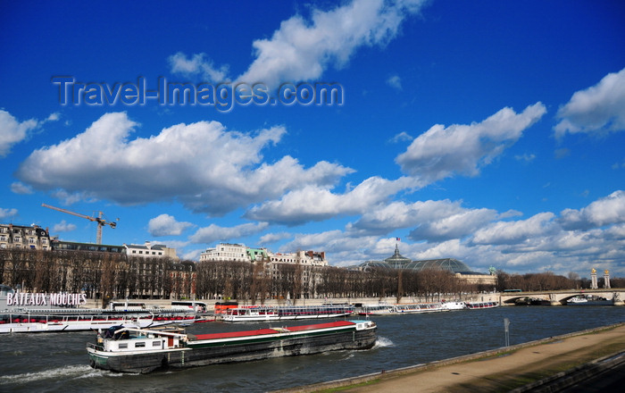 france515: Paris, France: Seine river - river barge Peter Pan going upstream, Port de la Conférence, seen from Quai d'Orsay - 7e and 8e arrondissement - photo by M.Torres - (c) Travel-Images.com - Stock Photography agency - Image Bank