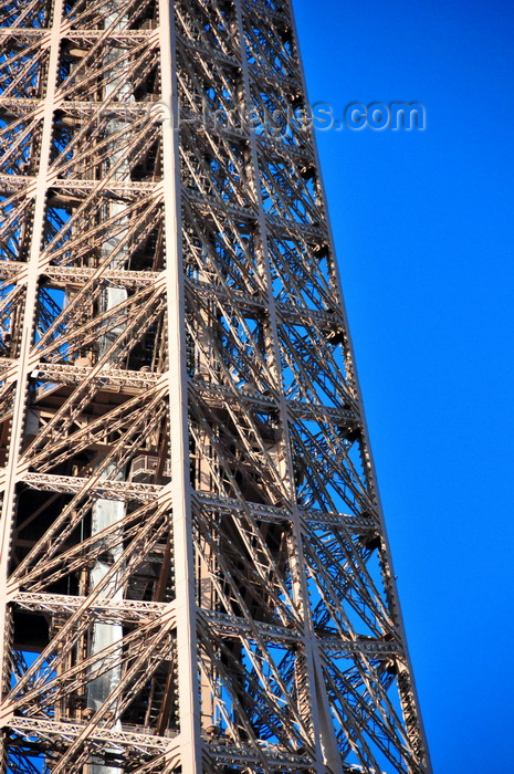 france523: Paris, France: Eiffel Tower / Tour Eiffel - detail of the iron lattice in the upper part of the tower, third platform, surrounding stairs and lifts - at 279 m the highest accessible to public in the European Union - Champ de Mars, 7e arrondissement - photo by M.Torres - (c) Travel-Images.com - Stock Photography agency - Image Bank