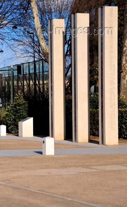 france526: Paris, France: Algerian War National Memorial - designed by Gérard Collin-Thiebaut - Mémorial national de la guerre d'Algérie et des combats du Maroc et de la Tunisie -  quai Branly, 7e arrondissement - photo by M.Torres - (c) Travel-Images.com - Stock Photography agency - Image Bank