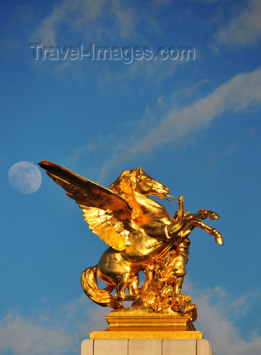 france531: Paris, France: Pont Alexandre III - the moon and the equestrian sculpture of Pegasus held by the Fame of Combat / Commerce, La Renommée au Combat / Commerce - sculptor Pierre Granet - left bank - photo by M.Torres - (c) Travel-Images.com - Stock Photography agency - Image Bank