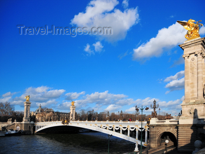 france533: Paris, France: Pont Alexandre III, named after the Tsar - six-metre high single span steel arch - links the Champs-Élysées to the Invalides - engineers Jean Résal and Amédée d'Alby, architects Joseph Cassien-Bernard and Gaston Cousin - photo by M.Torres - (c) Travel-Images.com - Stock Photography agency - Image Bank