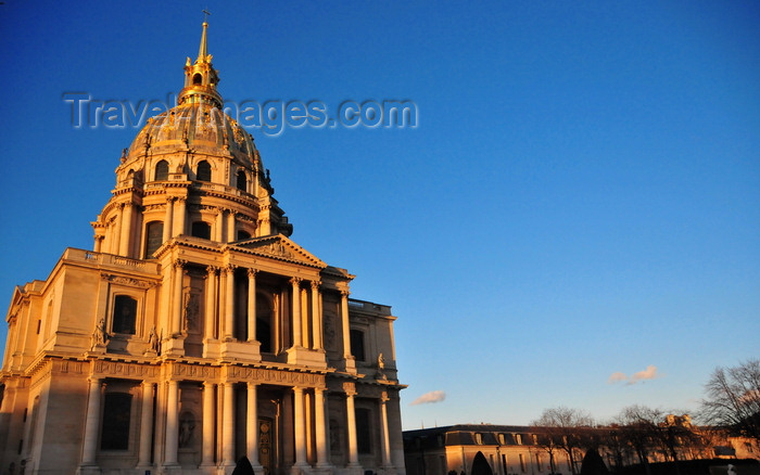 france548: Paris, France: Hôtel des Invalides - Dome Church / Eglise du Dôme / Chapelle royale - the Emperor's Pantheon and Royal Church, rising to 104 meters, the church is the work of Jules Hardouin Mansart and Robert de Cotte, who completed it in 1735 - 7e arrondissement - photo by M.Torres - (c) Travel-Images.com - Stock Photography agency - Image Bank