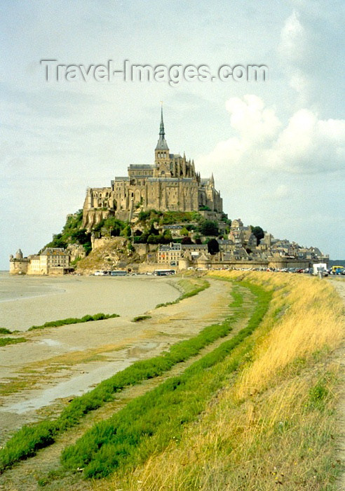 france55: France - le Mont-St. Michel (Manche, Normandie): from the isthmus - mouth of the Couesnon River - Unesco world heritage site - photo by A.Baptista - (c) Travel-Images.com - Stock Photography agency - Image Bank