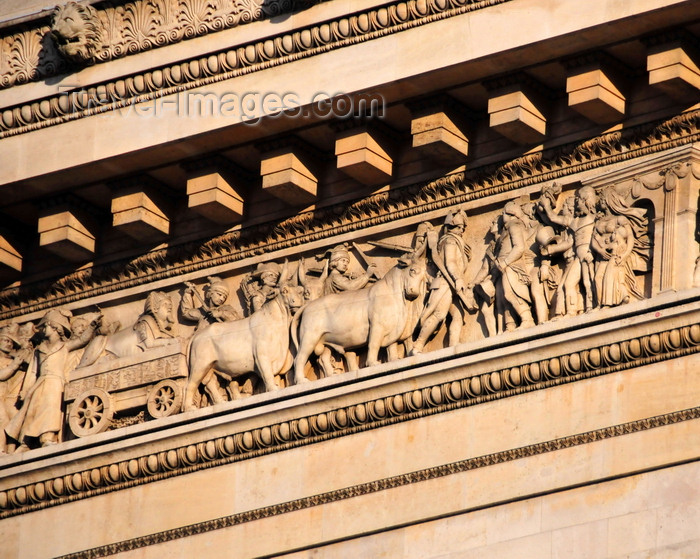 france559: Paris, France: Arc de Triomphe - 'return from Egypt', a sphinx drawn by four oxen, by  François Rude - detail of the 137 meter long frieze on the entablature surrounding the monument, representing the 'Departure and the Return of the French Armies' - facade overlooking the avenue de la Grande Armée - photo by M.Torres - (c) Travel-Images.com - Stock Photography agency - Image Bank