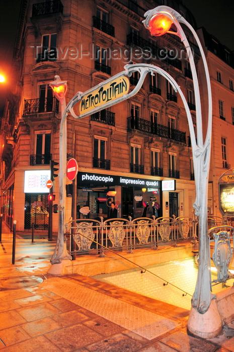 france567: Paris, France: art nouveau entrace to metro Quatre Septembre, corner of Rue du 4 Septembre and Rue de Choiseul, ornate lampposts in the form of plant stems, designed by Hector Guimard - 9e arrondissement - photo by M.Torres - (c) Travel-Images.com - Stock Photography agency - Image Bank