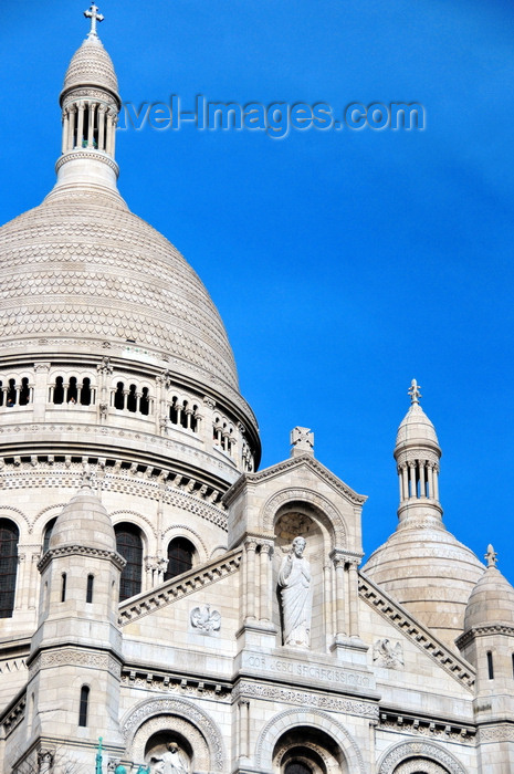 france573: Paris, France: Sacré-Coeur Basilica - dome and pediment with a niche containing a statue of Jesus Christ by Gustave Michel - Montmartre district, 18e arrondissement - photo by M.Torres - (c) Travel-Images.com - Stock Photography agency - Image Bank