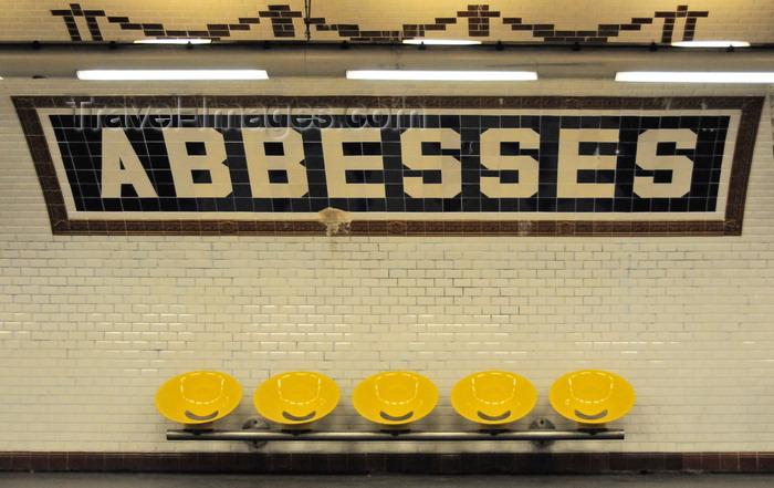 france578: Paris, France: vaulted train hall of metro station Abbesses, Line 12, white beveled tiles of Gien earthenware with the station name also in tiles, Nord-Sud style station - shell-style seating - Place des Abbesses, Montmartre district, 18e arrondissement - photo by M.Torres - (c) Travel-Images.com - Stock Photography agency - Image Bank