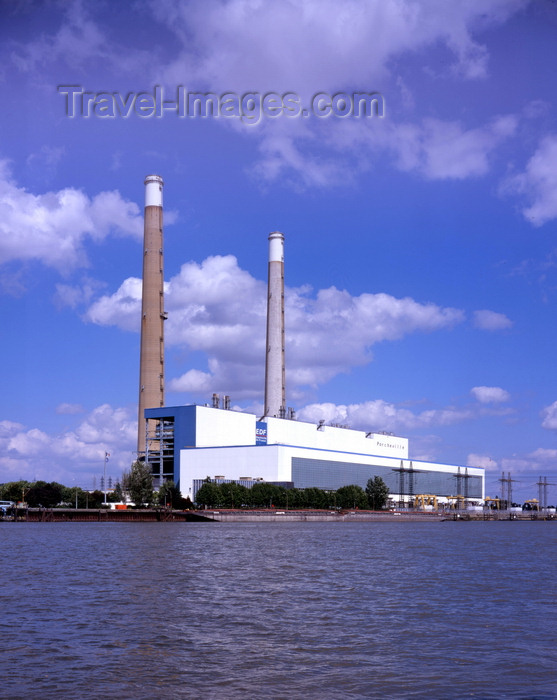 france6: Porcheville, Yvelines, Île-de-France, France: Porcheville power station,  2 x 600 MW, heavy oil front fired - Electricité de France (EDF) - Centrale thermique de Porcheville - photo by A.Bartel - (c) Travel-Images.com - Stock Photography agency - Image Bank