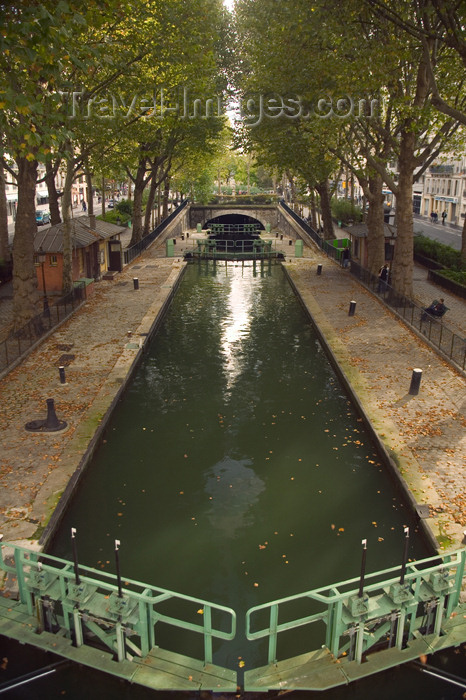 france619: Paris, France: canal Saint-Martin - lock and tunnel entrance - photo by Y.Guichaoua - (c) Travel-Images.com - Stock Photography agency - Image Bank