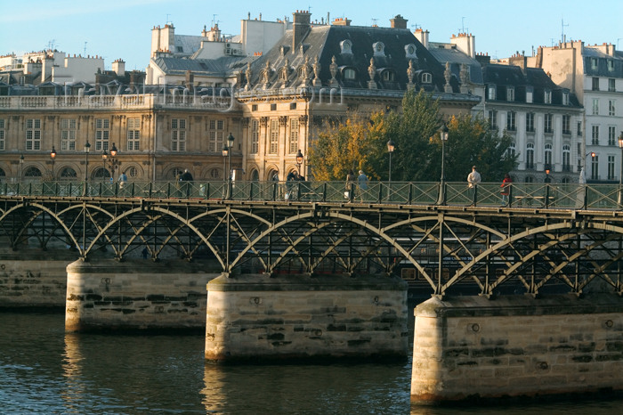 france624: Paris: Passerelle / Pont des Arts - engineers Louis-Alexandre de Cessar and Louis Arretche - architect Jacques Dillon - bridge - photo by Y.Guichaoua - (c) Travel-Images.com - Stock Photography agency - Image Bank