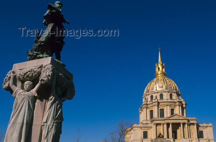 france643: Paris, France: statue and Hôtel des Invalides - architect: Libéral Bruant - photo by Y.Guichaoua - (c) Travel-Images.com - Stock Photography agency - Image Bank