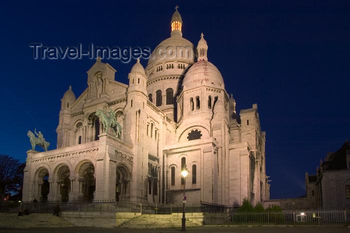 france645: Paris: Basilique du Sacré-Coeur de Montmartre - architect: Paul Abadie - nocturnal - photo by Y.Guichaoua - (c) Travel-Images.com - Stock Photography agency - Image Bank