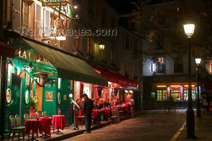 france647: Paris, France: Monmartre - square near the Sacré-Cœur basilica - photo by Y.Guichaoua - (c) Travel-Images.com - Stock Photography agency - Image Bank