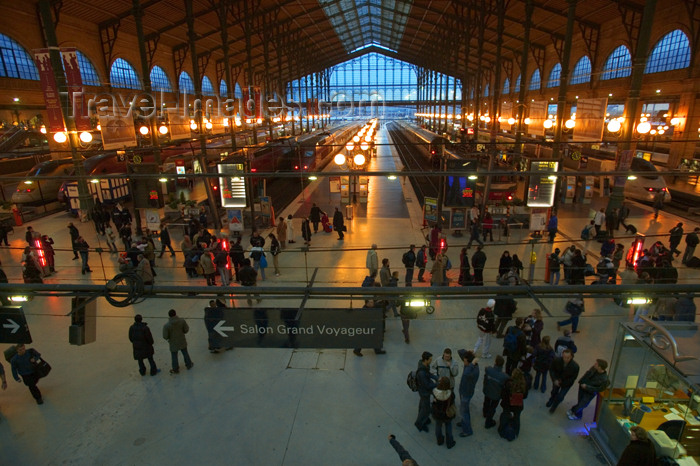 france648: Paris: inside Gare du Nord- Halle Grandes lignes - North station - photo by Y.Guichaoua - (c) Travel-Images.com - Stock Photography agency - Image Bank