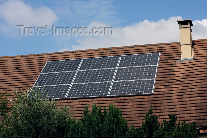 france65: Brétigny-sur-Orge, Essonne, Île-de-France, France: solar panels on the roof of a house - photovoltaic cells - photo by A.Bartel - (c) Travel-Images.com - Stock Photography agency - Image Bank