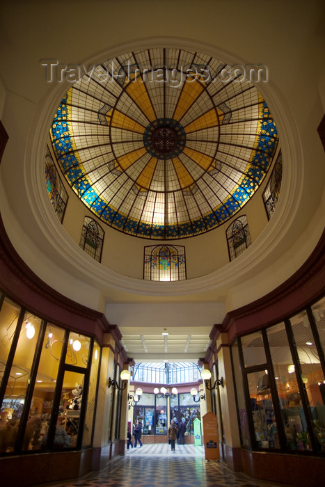 france654: Paris, France: Passage des Princes - glass dome - IIe arrondissement - photo by Y.Guichaoua - (c) Travel-Images.com - Stock Photography agency - Image Bank