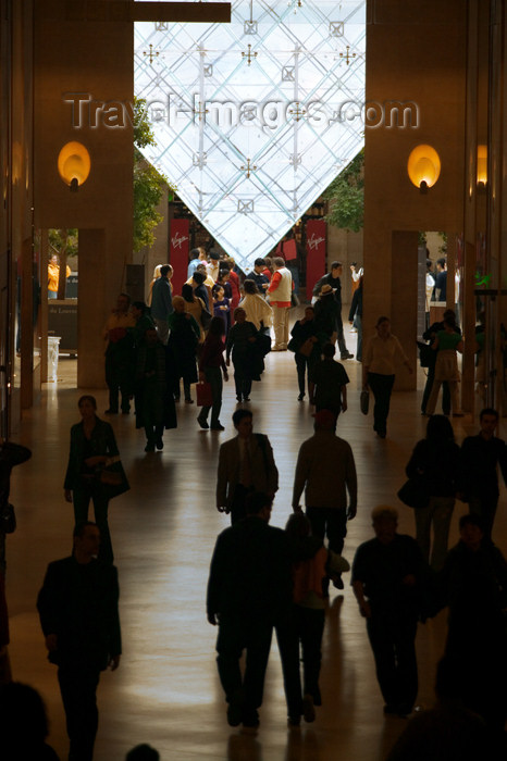 france658: Paris: Louvre museum - silhouettes and inverted pyramid - photo by Y.Guichaoua - (c) Travel-Images.com - Stock Photography agency - Image Bank