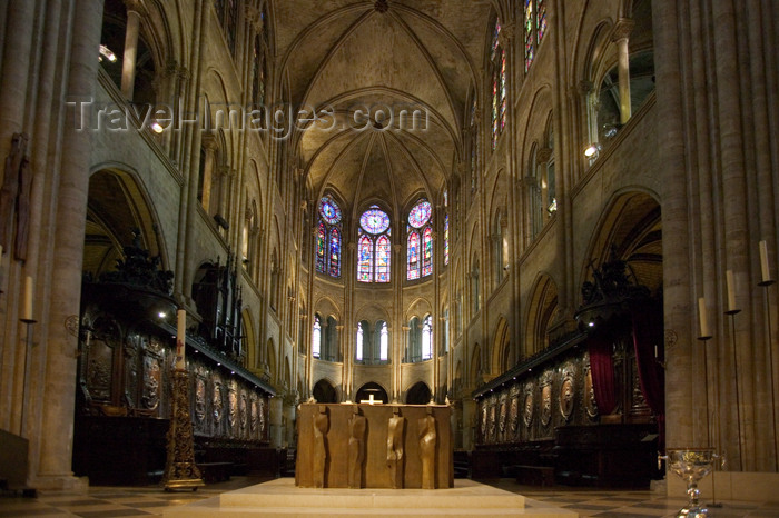 france660: Paris, France: inside Notre-Dame cathedral - nave - photo by Y.Guichaoua - (c) Travel-Images.com - Stock Photography agency - Image Bank