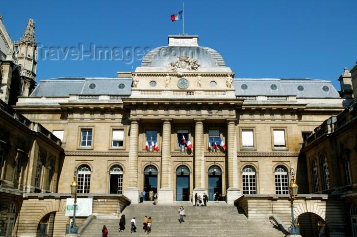 france668: Paris: court - Palais de Justice - Ile de la Cité - City Island - Sainte-Chapelle - photo by Y.Guichaoua - (c) Travel-Images.com - Stock Photography agency - Image Bank