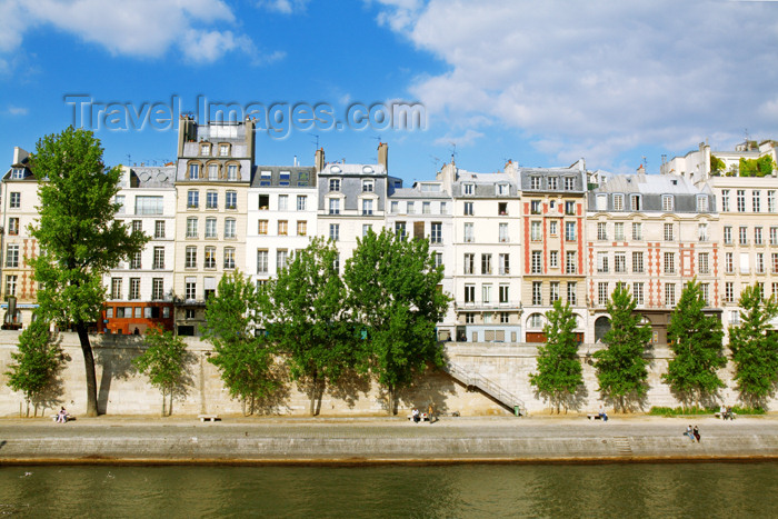 france689: Paris, France: Quai des Orfèvres - Ile de la Cité - photo by Y.Guichaoua - (c) Travel-Images.com - Stock Photography agency - Image Bank