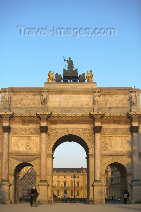 france691: Paris, France: Arc de Triomphe du Carrousel and the Louvre museum - photo by Y.Guichaoua - (c) Travel-Images.com - Stock Photography agency - Image Bank