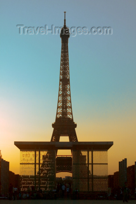 france693: Paris: Eiffel tower and wall for peace - Mur pour la Paix, by Clara Halter and Jean-Michel Wilnotte - Champ de Mars - photo by Y.Guichaoua - (c) Travel-Images.com - Stock Photography agency - Image Bank