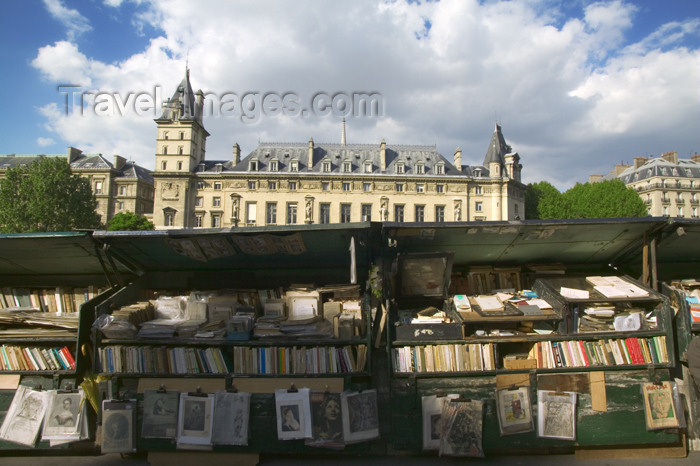 france696: Paris, France: bookshop, quai de Corse - Ile de la Cité - photo by Y.Guichaoua - (c) Travel-Images.com - Stock Photography agency - Image Bank