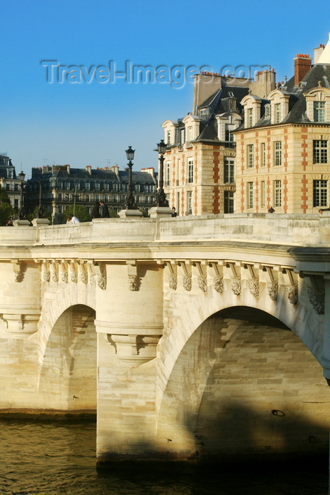 france704: Paris: Pont-Neuf- the oldest bridge in Paris! - photo by Y.Guichaoua - (c) Travel-Images.com - Stock Photography agency - Image Bank